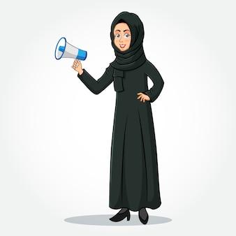 Arabische geschäftsfrau karikaturfigur in traditioneller kleidung, die ein megaphon hält
