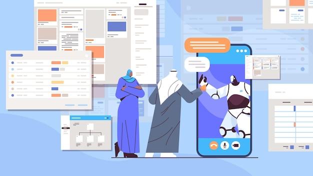 Arabische geschäftsleute, die während der online-kommunikation von videoanrufen mit roboter auf dem smartphone-bildschirm diskutieren