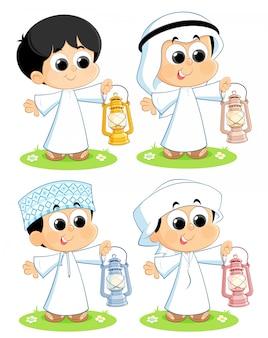 Arabische kinder mit ramadan-laternen