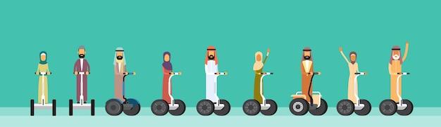 Arabische mann-frauen-fahrelektrischer persönlicher transport