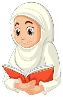 Arabische muslimische frau in der traditionellen kleidung, die buch auf weiß lokalisiert