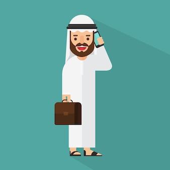 Arabischer geschäftsmann, der auf einem mobiltelefon spricht