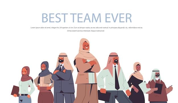 Arabischer geschäftsmann-teamleiter, der vor arabischen führungspersönlichkeitskonzept-kopienraumillustration steht