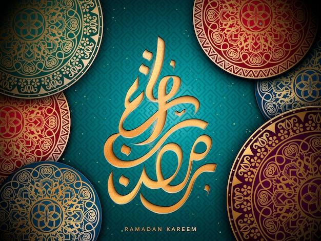 Arabischer kalligraphiedesign für ramadan, mit islamischen geometrischen mustern