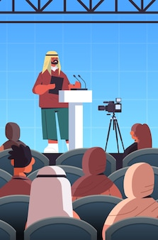 Arabischer männlicher arzt, der rede an tribüne mit mikrofon medizinische konferenzbesprechung medizin gesundheitswesen konzept hörsaal innen vertikale illustration hält