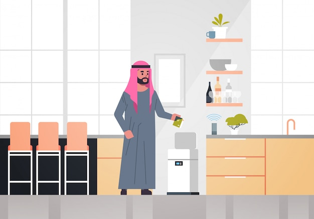 Arabischer mann, der müll in den elektronischen papierkorb kontrolliert