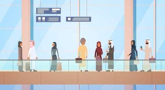 Arabischer reisender menschen flughafenhalle abflugterminal reisegepäckbeutel koffer, muslimischer passagier c