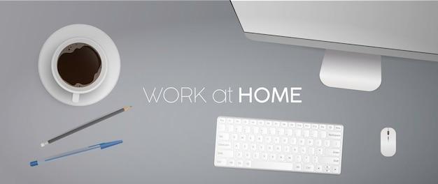 Arbeit zu hause banner. flache lage, draufsicht schreibtisch mit computer. kaffee, bleistift, stift, tastatur, computermaus, monitor. realistisch