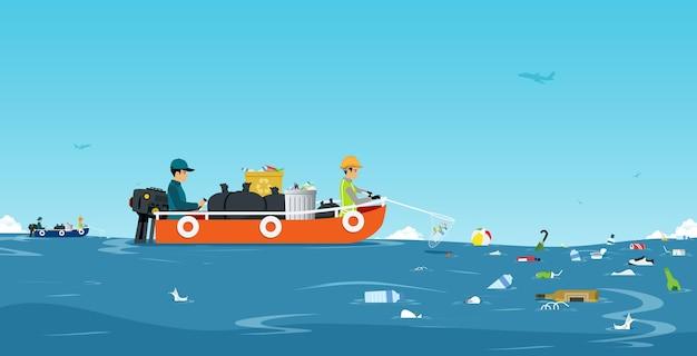 Arbeiter auf dem schiff sammeln müll im meer mit dem himmel als hintergrund.