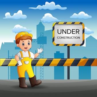 Arbeiter reparieren die straße der stadt