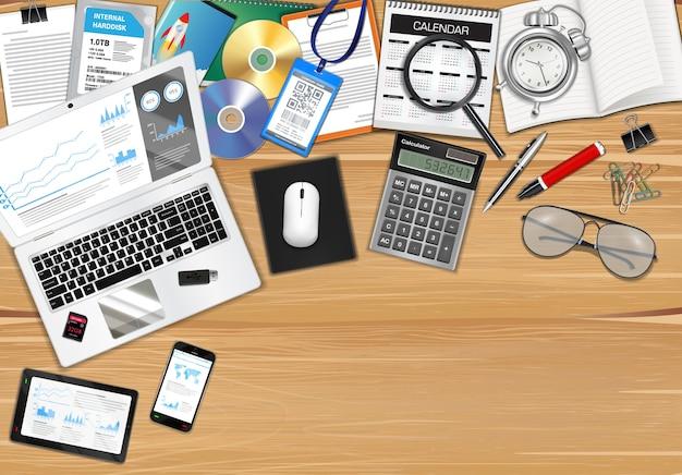 Arbeitsplatz mit objekt und werkzeugen auf holztisch