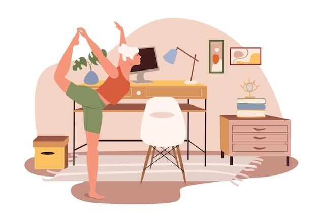 Arbeitsplatz-web-konzept. frau, die yoga-asana im home office macht. freiberufler oder telearbeiter, der in einem zimmer mit dekor trainiert