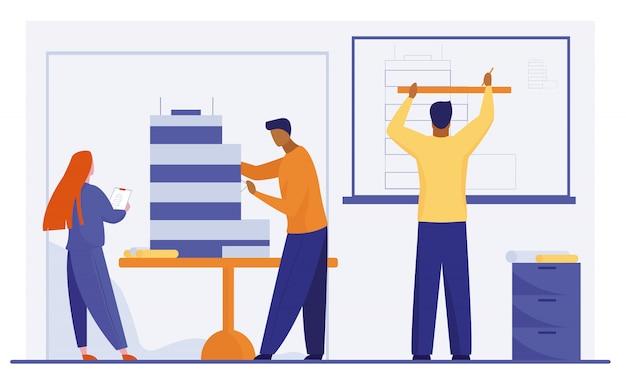 Architekten arbeiten am gebäudemodell