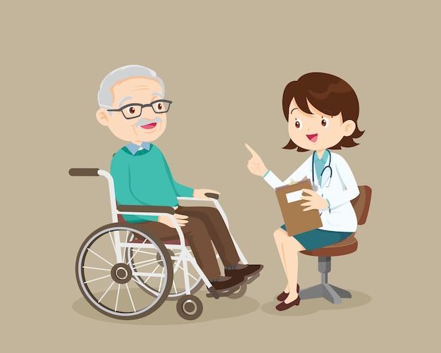 Arzt im gespräch mit älteren patienten über symptome erwachsener patient beim arztbesuch