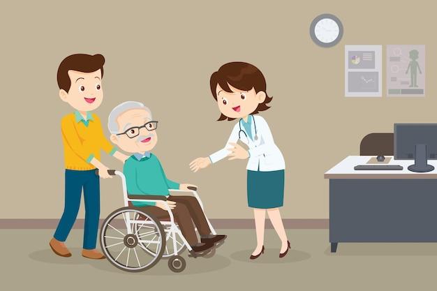 Arzt und älterer mann im rollstuhlarzt, der seinen patienten im rollstuhl überprüft