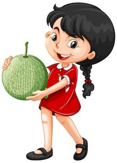 Asiatisches mädchen, das melonenfrucht in stehender position hält