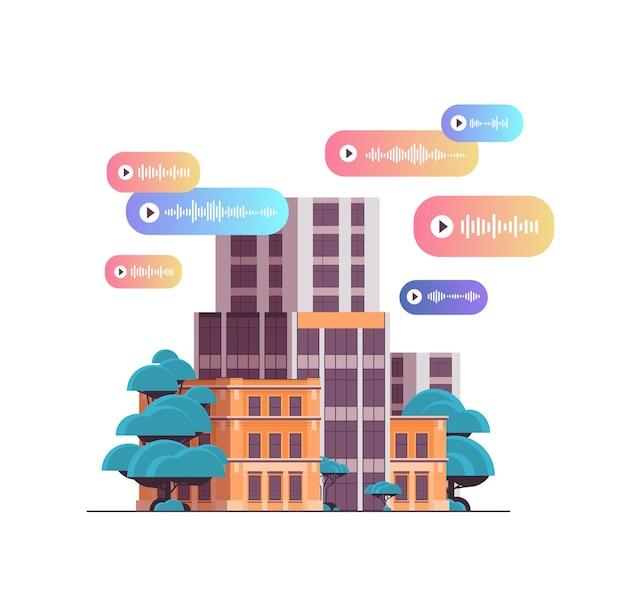 Audio-sprachnachricht rede audio-chat-anwendung social media online-kommunikationskonzept moderne bürogebäude fassade isoliert vektor-illustration