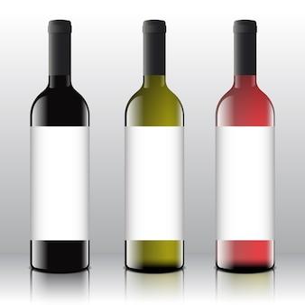 Auf den realistischen flaschen befinden sich hochwertige rote, weiße und rosa weinetiketten.