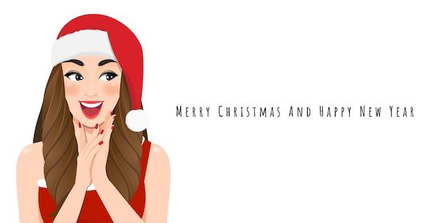 Aufgeregtes weihnachtsmädchen im roten kleid und weihnachtsweihnachtsmütze