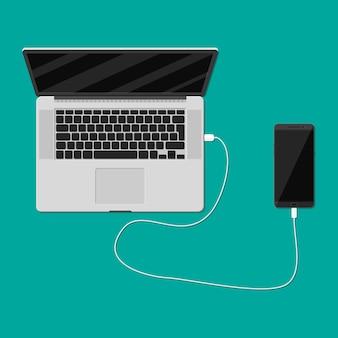 Aufladen des mobiltelefons über den usb-anschluss des laptops