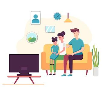 Aufpassendes fernsehen der glücklichen familie, das zu hause auf der couch sitzt