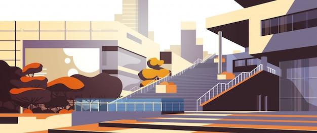 Außenansicht des modernen bürogebäudes über wolkenkratzergebäude stadtbild