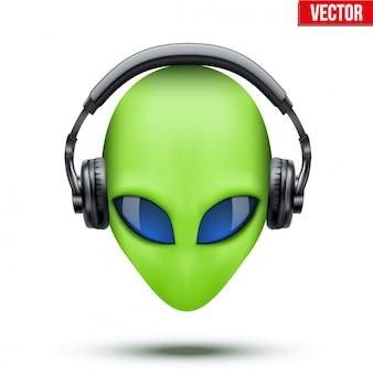 Außerirdischer kopf mit kopfhörern.
