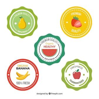 Auswahl von fünf runden etiketten mit flachen früchten