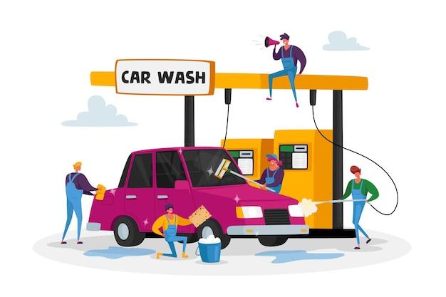 Autowasch-service-konzept. arbeiter charaktere, die ein einheitliches schaumauto mit schwamm tragen und mit wasserstrahl gießen
