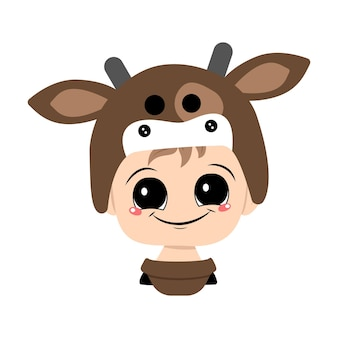 Avatar eines kindes mit großen augen und einem breiten, glücklichen lächeln, das einen kuhhut trägt. kopf eines süßen kindes mit einem fröhlichen gesicht