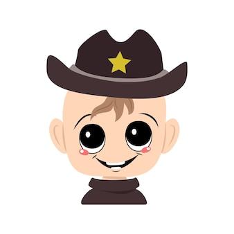 Avatar eines kindes mit großen augen und einem breiten lächeln in einem sheriff-hut mit gelbem stern. nettes kind mit einem fröhlichen gesicht in einem karnevalskostüm. kopf eines entzückenden babys mit glücklichen emotionen