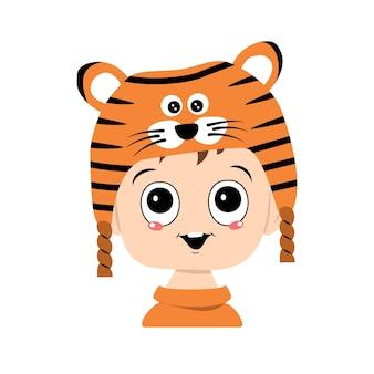 Avatar eines kindes mit großen augen und einem breiten lächeln in einem tigerhut süßes kind mit einem fröhlichen gesicht in einem fe...