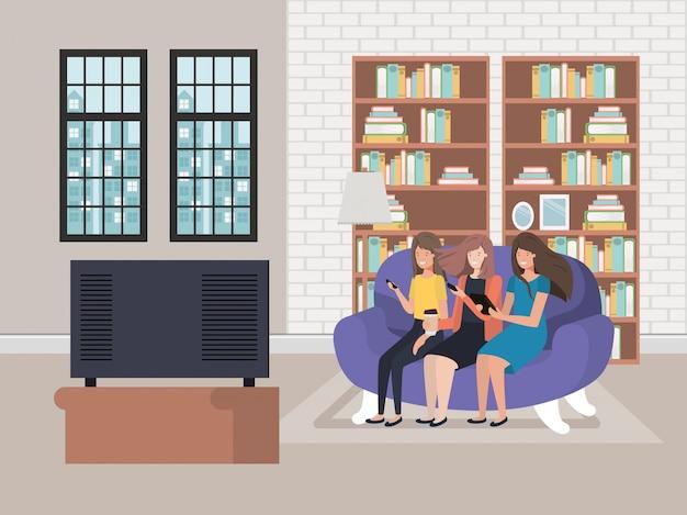 Avatarafrauen, die auf der couch sitzen