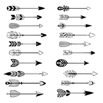 Aztekische pfeile. verzierungsbogenpfeil mit feder, grafischem zeiger des hippies und gezeichnetem satz der stammes- pfeilspitze hand
