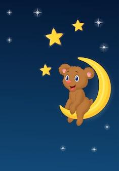 Babybär, der auf dem Mond sitzt