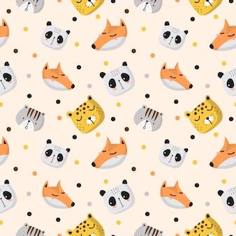 Babymuster mit kopf von panda, leopard, fuchs und katze in der weichen