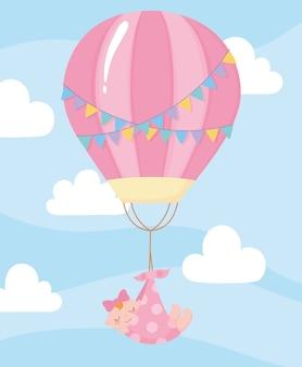 Babyparty, hängendes kleines mädchen am heißluftballonkarikatur, feier willkommen neugeborenes