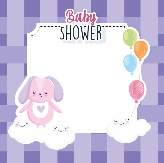 Babyparty, hase mit luftballonswolken und karierte hintergrundkartenvektorillustration