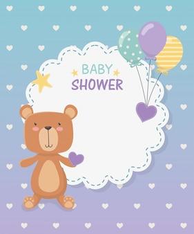 Babyparty-spitzekarte mit kleinem bärenteddy und ballonhelium