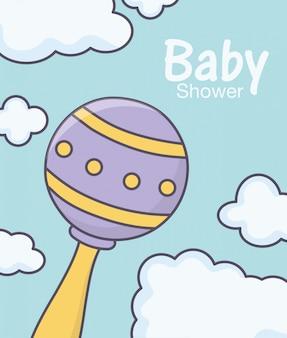 Babypartygeklapperspielzeug bewölkt hintergrund