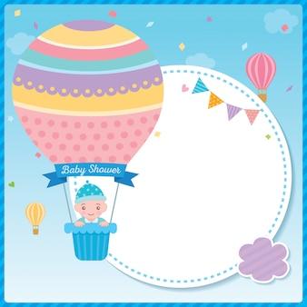 Babypartyjunge mit ballonschablone