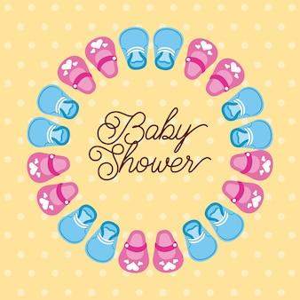 Babypartyjunge und -mädchen beschuht dekorationskarte