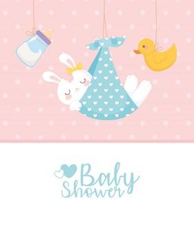 Babypartykarte, hängende kaninchenente und milchflasche, begrüßen neugeborene feierkarte