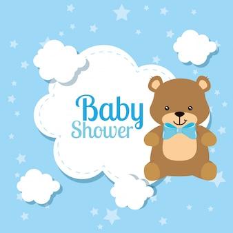 Babypartykarte mit niedlichem bären und wolken