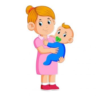 Babysitter kümmert sich um das baby