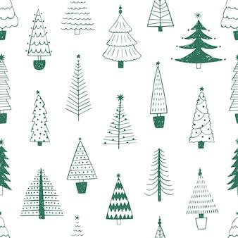 Bäume des neuen jahres hand gezeichnetes nahtloses muster des vektors. grüne tannenbäume kritzeln zeichnungen auf weißem hintergrund. traditionelle weihnachtstextur. botanisches textil, tapete, geschenkpapierdesign.