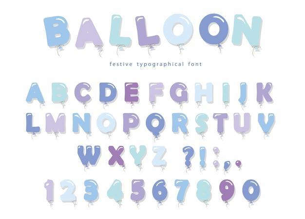 Ballon blaue schrift. nette abc-buchstaben und -zahlen.