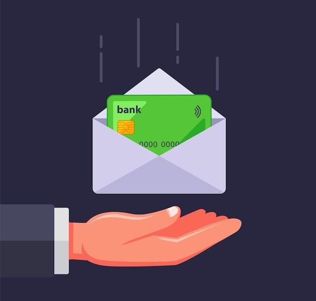 Bankkarte in einem umschlag. sie erhalten eine kreditkarte per post.