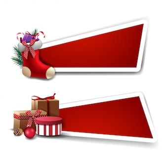Banner für weihnachtsrabatt, rote vorlagen mit geschenken und weihnachtsstrümpfe mit geschenken im inneren