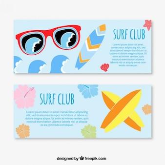 Banner mit surfbretter und sonnenbrillen
